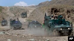 Afghan border policemen arrive to the border between Afghanistan and Pakistan in Jalalabad province east of Kabul, Afghanistan, May 9, 2013. Afghanistan has warned Pakistan against trying to force it to accept Durand Line as an international border.