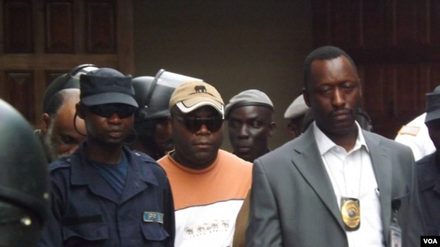 FrontPage Africa publisher Rodney Sieh (center) is being taken to jail (courtesy of FrontPage Africa)