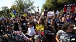 Manifestantes contra a confirmação de Brett Kavanaugh
