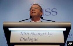"""Bộ trưởng Quốc phòng Hoa Kỳ Ash Carter nói có """"mối lo ngại mỗi ngày một tăng"""" về những hành động của Trung Quốc trong vùng biển chiến lược này và các nơi khác."""