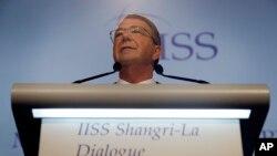 Menteri Pertahanan AS, Ash Carter, berpidato dalam KTT Keamanan Asia di Singapura (4/6). (AP/Wong Maye-E)