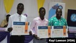 Les trois lauréats du Yali Pitch Competition 2019, Lomé, le 24 octobre 2019. (VOA/Kayi Lawson)
