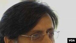Menteri Shashi Tharoor didesak untuk mengundurkan diri.