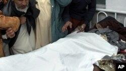 Une victime des violences commises par les talibans pakistanais