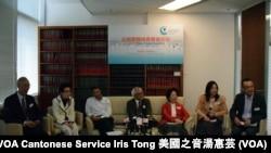 香港前政務司司長陳方安生(右三)與多位專業人士召開記者會,正式宣佈成立公民實踐培育基金