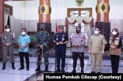 Bupati Cilacap didampingi Satgas Covid-19 memastikan masuknya varian baru ini dalam keterangan resmi Sabtu 22 Mei 2021. (Foto: Dok Humas Pemkab Cilacap)