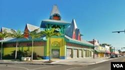 Kawasan 'Little Haiti' di kota Miami, Florida yang menjadi kantong terbesar komunitas warga keturunan Haiti di Amerika. Diperkirakan sekitar 30 ribu orang warga keturunan Haiti tinggal di 'Little Haiti'.