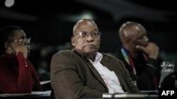 Jacob Zuma siège parmi les délégués lors d'une réunion du parti au pouvoir African National Congress (ANC) sur sa politique d'expropriation à Johannesburg, le 19 mai 2018.