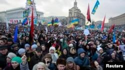支持與歐洲融合的抗議者1月12日在烏克蘭首都基輔的獨立廣場舉行集會。