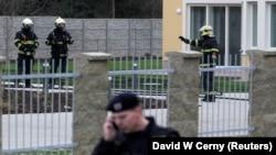 Polisi Praha, Republik Ceko melakukan pemeriksaan di lokasi ledakan yang menewaskan Duta Besar Palestina, Jamal al-Jamal di Praha (1/1).