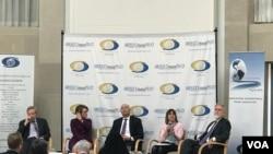 亚洲协会政策研究所副总裁温迪·卡特勒参加贸易执法座谈会(美国之音萧洵拍摄)