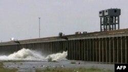 Hapen portat e Misisipit për të parandaluar dëmet në Baton Ruzh dhe Nju Orlins