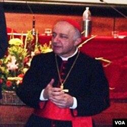 Uskup Agung Milan, Dionigi Tettamanzi.
