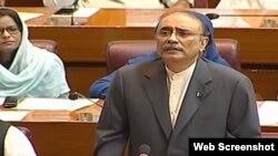 پروڈکشن آرڈرز پر رہائی کے بعد سابق صدر آصف علی زرداری قومی اسمبلی میں بجٹ پر تقریر کر رہے ہیں۔ 20 جون 2019