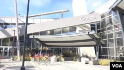 Kantor pusat Google di Silicon Valley, California. (VOA/Vina Mubtadi).