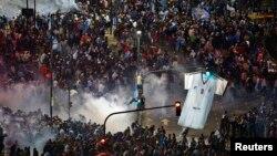 2014年7月13日阿根廷布宜諾斯艾利斯: 阿根廷足球世界杯決賽輸給德國,球迷騷亂,防暴警察使用催淚瓦斯驅散
