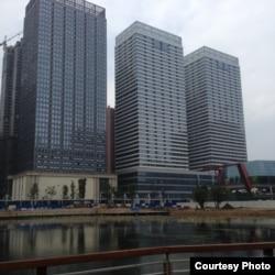 贵阳市的几座楼。活石教会在最右边那座大楼的24层。(活石教会成员提供)