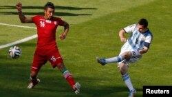 Siêu sao Lionel Messi ghi bàn thắng vào lưới Iran tại sân vận động Mineirao ở Belo Horizonte, ngày 21/6/2014.