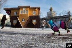 روس میں بنایا گیا الٹا گھر (فائل فوٹو)