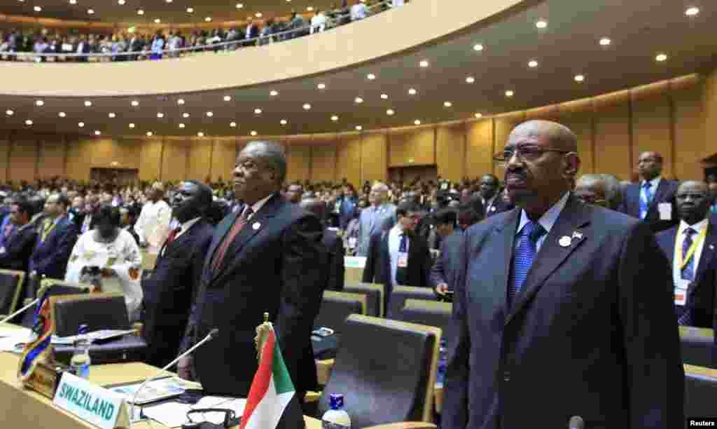 O Presidente do Sudão, Omar al-Bashir, na cerimónia de abertura da 22ª Sessão Ordinária da Cimeira da União Africana em Adis Abeba, Jan. 30, 2014.