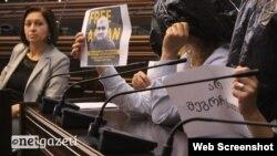Gürcüstan parlamentində aksiya (photo by : netqazeti)