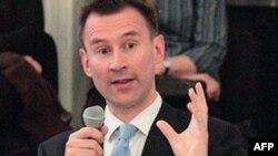 Bộ trưởng Jeremy Hunt nói truyền thống báo chí tự hào của Anh đã bị rúng động trước sự phát hiện liên quan đến tờ News of The World.