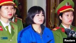 Bà Trần Thị Nga trong phiên tòa tại Tòa án Nhân dân tỉnh Hà Nam vào ngày 22/12/2017.