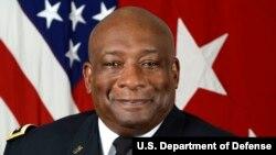 美國陸軍中將查爾斯·霍珀(Charles Hooper)(中文名胡可誠)