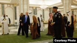 Birinci xanım Melaniya Tramp, ABŞ prezidenti Donald Tramp və Səudiyyə Ərəbistanı kralı Salman