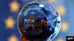 توپ تزئينی اتحاديه اروپا در مقر ساختمان کميسيون اروپا در صوفيه، بلغارستان