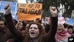 Xwepêşandêrên Pakistani nerazîbûna xwe dijî Talîbanê dîyar dikin