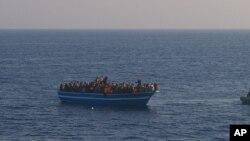 Une embarcation surchargée de migrants tentant de gagner l'Europe