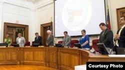 罗恩郡郡政委员会成员站立祷告(NCLL)