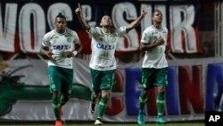 Ananias, del Chapecoense, celebra un gol durante el partido contra San Lorenzo en la Copa Sudamericana en Buenos Aires.