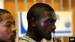 5月7日南非选民到投票站参加大选