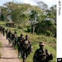 Des soldats ougandais en opération contre les rebelles