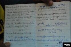 仁波雅克帶著一本筆記本,寫上2009年以來為自由西藏自焚人士的資料,在旅途上為自焚者祈禱