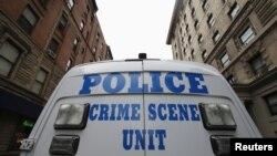 Cảnh sát không nói tại sao nghi can 44 tuổi thực hiện cuộc tấn công vào một người đàn bà và 3 người đàn ông khác tại tiểu bang Michigan.