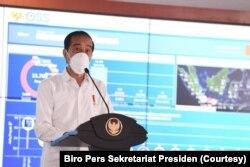 Presiden Joko Widodo memberi kata sambutan dalam acara peluncuran sistem perizinan online terpadu (OSS) di Jakarta, Senin, 9 Agustus 2021. (Foto: Biro Pers Sekretariat Presiden)