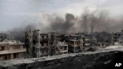 ກຸ່ມຄັວນ ຟຸ້ງຂຶ້ນເທິງຄຸ້ມ Saif Al Dawla ໃນເມືອງ Aleppo, ຊິເຣຍ.