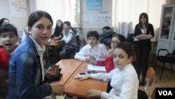 La Turquie met de la pression pour fermer des écoles du prédicateur Fethullah Gülen en Géorgie et au Cambodge.