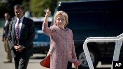 Ứng cử viên Tổng thống Mỹ bên Đảng Dân chủ Hillary Clinton trước khi lên máy bay ở New York đến North Carolina, ngày 15 tháng 9 năm 2016.