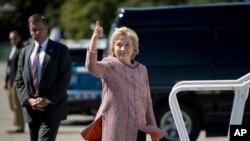 民主党总统候选人希拉里·克林顿准备搭乘飞机前往北卡罗来纳州参加一个竞选集会。(2016年9月15日)