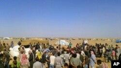 Para pengungsi Suriah di kamp pengungsi di perbatasan Yordania-Suriah.