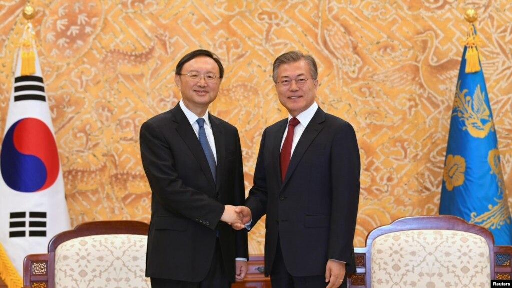 資料照楊潔篪2018年3月訪問韓國時在青瓦台會晤韓國總統文在寅