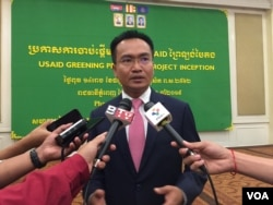 Ministry of Environment Secretary of State Sao Sopheap speaks to reporters after the inception of USAID Green Prey Lang in Phnom Penh, Cambodia, April 3, 2019. (Tum Malis/VOA Khmer)