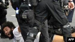 Obračun policije sa demonstrantima u Čikagu
