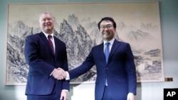 美國北韓問題特別代表史蒂文·比根在首爾會晤韓國外交部本島和平交涉部部長李度勳。