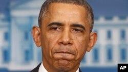 바락 오바마 미국 대통령이 14일 백악관에서 건강보험 개혁을 둘러싼 논란에 대해 입장을 밝히고 있다.