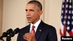 El presidente Barack Obama anunció más colaboración, incluido el envío de personal militar a África, para combatir al Ébola.